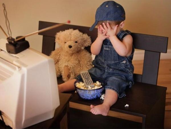 ребенок за телевизором плохой фильм